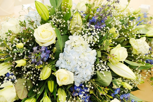 People must know the reason or occasion for the flowers to choose the most appropriate arrangement.