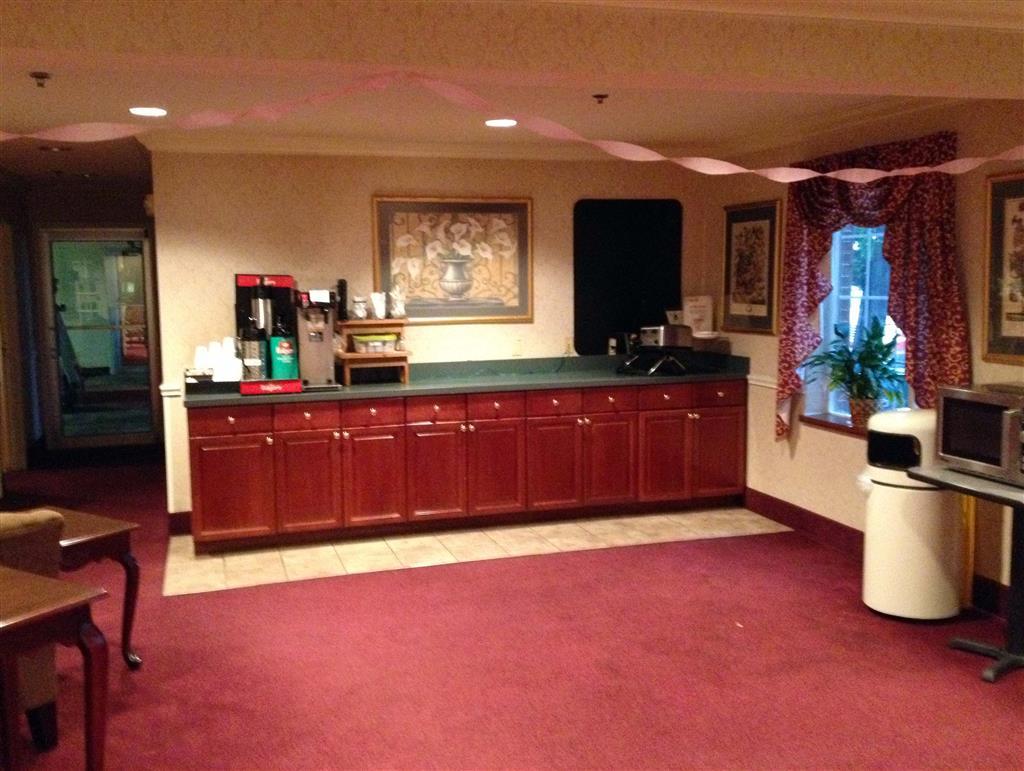 Country Hearth Inn & Suites - Willard, Willard OH