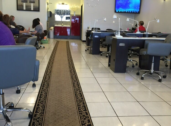 Hollywood Nails of Brookside - Tulsa, OK
