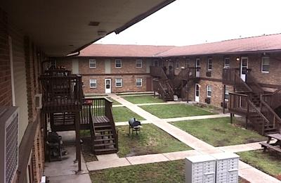Woodland Apartments - Davenport, IA