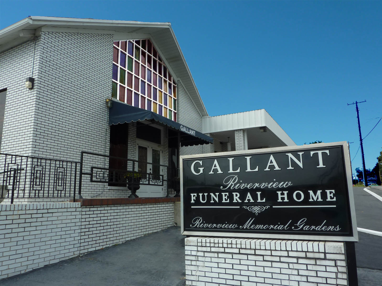 Gallant Riverview Funeral Home 508 College St W