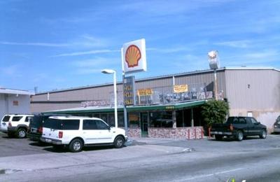 Naka's Broiler - Compton, CA
