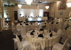 Edgemont Caterers - Philadelphia, PA. The classic white & cream look stunning with a touch of color!