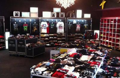 33 Star Men's & Woman's Clothing That Rocks - Jacksonville Beach, FL