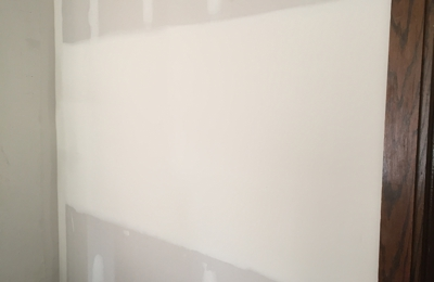Sache Construction & Design - Milwaukee, WI. living room wall after Sache drywall