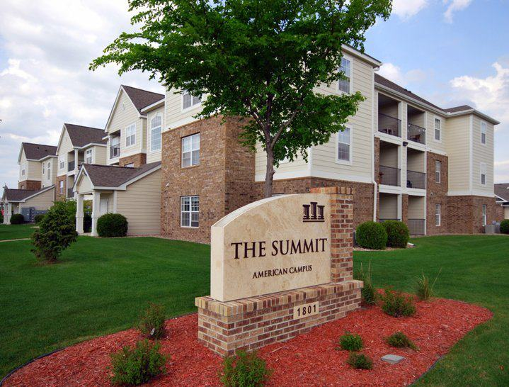 The Summit Jacob Heights 1801 Monks Ave Mankato Mn 56001 Yp Com