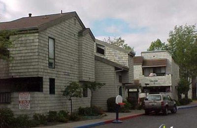 Redwood Court Apartments - Redwood City, CA