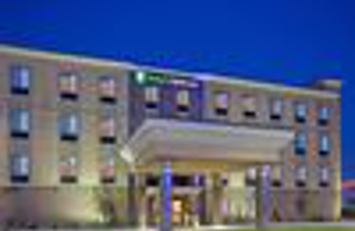 Holiday Inn Express & Suites Lincoln Airport - Lincoln, NE