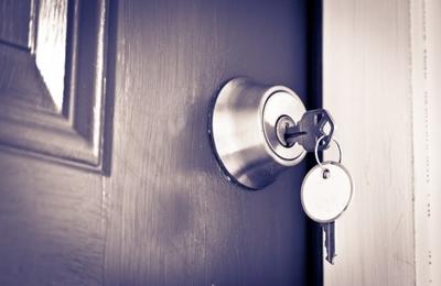 Naples Locksmith 24/7 - Naples, FL. Deadbolt installed on a door