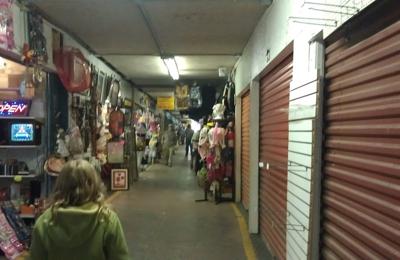 Lake Acworth Antique & Flea Market - Acworth, GA