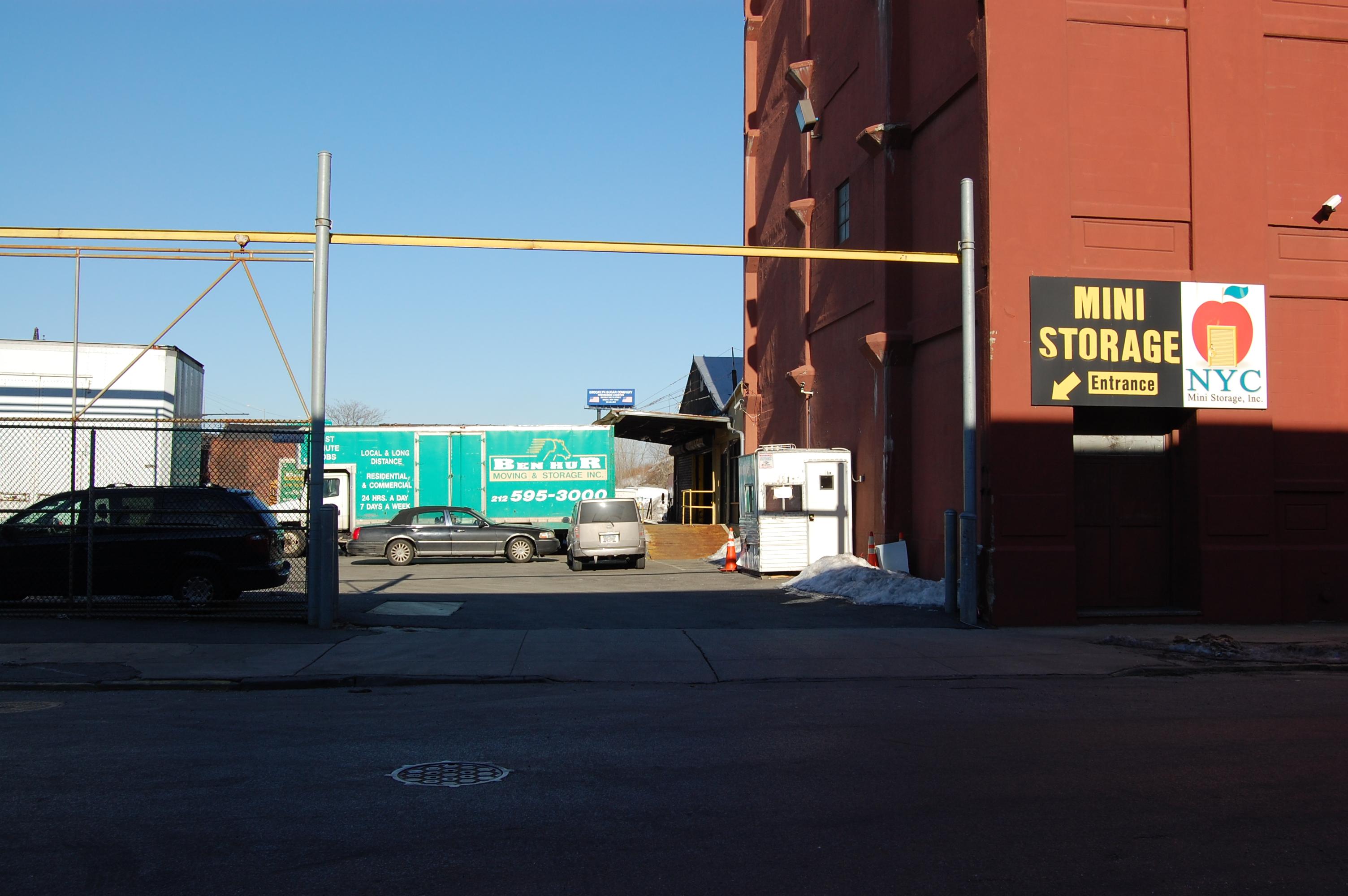Yorkville Van And Storage Dandk Organizer