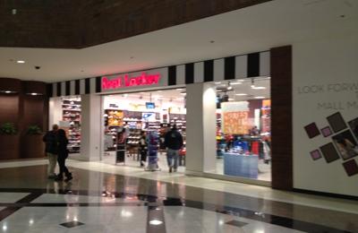f4b24c8fb4d075 House of Hoops by Foot Locker 1106 Glendale Galleria