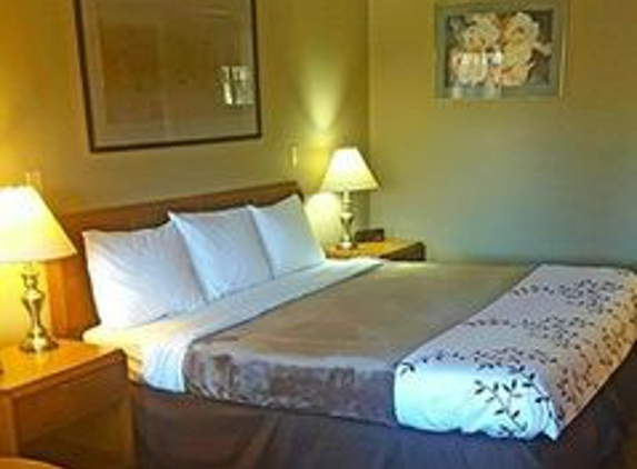 Airport Inn & Parking - Vandalia, OH