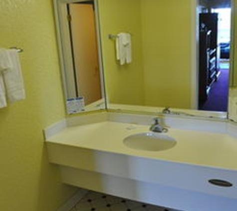 Stone Mountain Inn & Suites - Tucker, GA