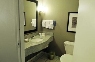 Hilton Garden Inn Louisville Northeast   Louisville, KY