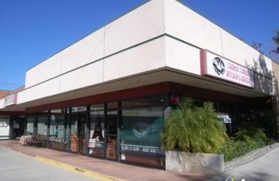Franks Famous Kitchen & Bakery - Glendale, CA