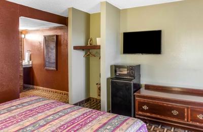 Rodeway Inn & Suites - Smyrna, TN