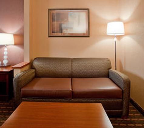 Holiday Inn Express & Suites Suffolk - Suffolk, VA