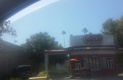 Rally's - Glendale, CA. Delicious food