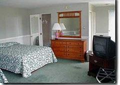 Colonial Motel & Pool - Brattleboro, VT