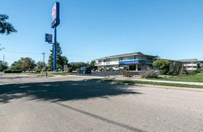 Motel 6 - Janesville, WI