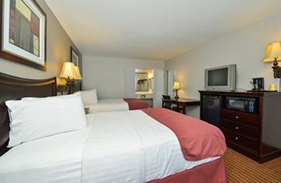 Lamplighter Inn & Suites - Pittsburg, KS