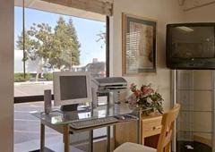Days Inn - Fresno, CA